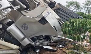 Đắk Lắk: Lật xe đầu kéo làm tài xế và phụ xe tử vong