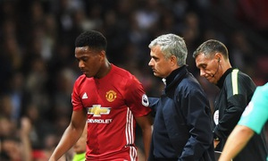"""Mourinho cảnh báo Martial: Theo tôi hoặc là """"ra đường""""?"""