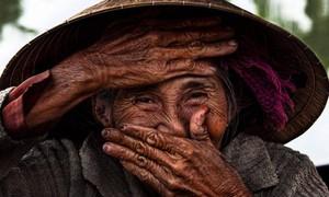 """Cụ bà 78 tuổi có """"nụ cười đẹp nhất thế giới"""" làm đại sứ thương hiệu cho Nhà Việt Nam Vinahouse"""
