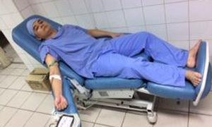 Vừa phụ mổ, vừa hiến máu cứu bệnh nhân vượt qua nguy kịch