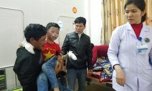 Hà Tĩnh: Thăm và động viên học sinh bị bỏng do nổ bình ga