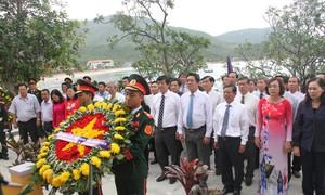Lễ kỷ niệm, dâng hương, thả hoa tưởng nhớ các chiến sĩ trên những con tàu không số 