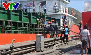 Bình Định: Ba thuyền viên tử vong trong khoang tàu chứa mật mía do bị ngạt