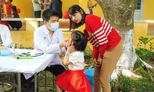 Khám bệnh, cấp phát thuốc miễn phí cho 450 trẻ nhỏ ở Củ Chi
