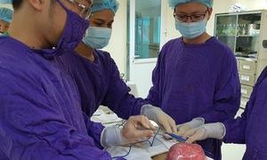 Khối u xơ tử cung nặng bằng em bé sơ sinh