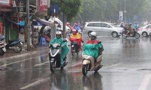Mưa tiếp diễn ở miền Trung, nhiệt độ giảm mạnh