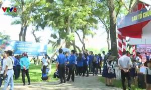 """Ngày hội """"đổi rác lấy quà tặng"""" của tuổi trẻ thành phố Huế"""