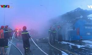 Cháy xe khách giường nằm, 40 hành khách may mắn thoát nạn