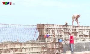 Cấp bách xây kè chống sạt lở vùng biển
