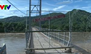 Nghệ An: Cầu treo Chôm Lôm đứt nhịp đường dẫn ra cầu