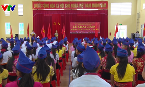 Học sinh vùng lũ Nghệ An khai giảng muộn