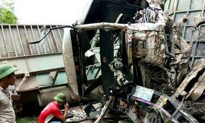 Quảng Bình: Tai nạn liên hoàn, xe khách đối đầu xe tải