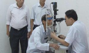 Hà Tĩnh: Khám sàng lọc các bệnh về mắt cho người cao tuổi