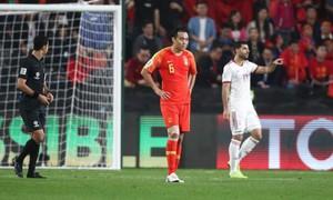 Mắc sai lầm trầm trọng, cầu thủ Trung Quốc hứng chịu sự trừng phạt