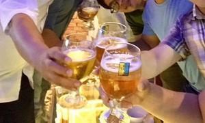 Văn hóa từ chối uống rượu bia: Vì sao còn cả nể, e ngại?