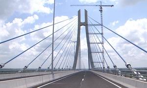 Cầu Vàm Cống bắc qua sông Hậu chính thức thông xe sau 6 năm thi công