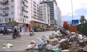 Ngang nhiên vứt rác, xà bần ở khu đô thị mới