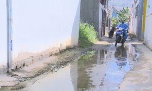 Phố phường ngập nước giữa mùa nắng nóng