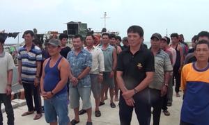Cứu 46 ngư dân Quảng Ngãi gặp nạn trên biển