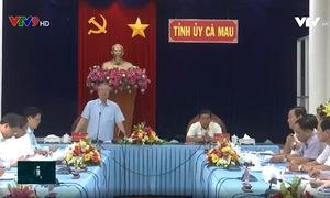 Đồng chí Trần Quốc Vượng làm việc tại Cà Mau