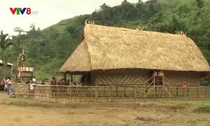 Người Xê Đăng dựng nhà rông đón Tết