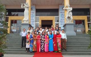 Các đại biểu đến từ Phủ Lý, Hà Nam check-in tại LHTHTQ lần thứ 39