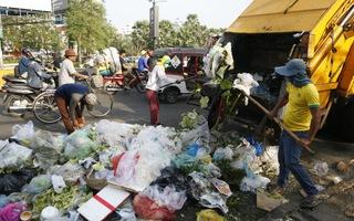Campuchia tiêm phòng miễn phí cho người thu gom rác tại thủ đô