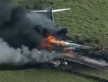 Mỹ: Máy bay rơi và bốc cháy, 21 hành khách và phi hành đoàn sống sót thần kỳ