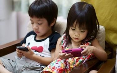 Chuyên gia tiết lộ 8 thói quen hại vô cùng mà trẻ nhỏ học có thể học từ cha mẹ