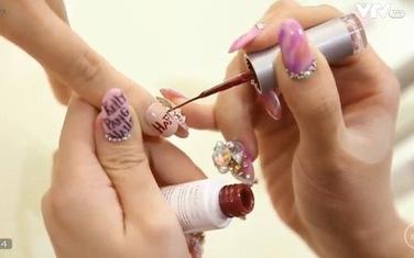 Đây là 3 mẫu nail tuyệt đẹp cho chị em diện Tết