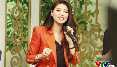 BTV Ngọc Trinh lần đầu khoe giọng hát trên sóng trực tiếp