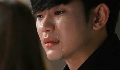 Kim Soo Hyun rơi lệ trong buổi công chiếu phim Real