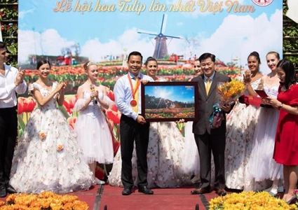 Tulip festival in Ba Na Hill sets Guinness Vietnam Record