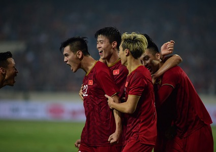 Nguyen Tien Linh scores as Vietnam edge past 10-man UAE