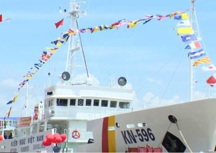 Japan hands over 2 vessels to Vietnam
