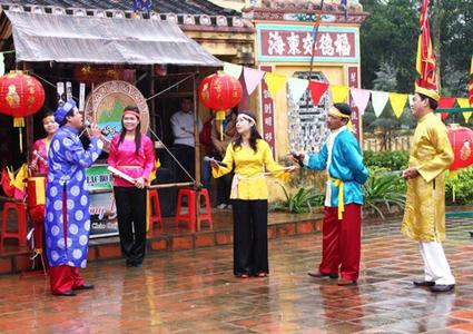 Quang Binh receives UNESCO certificate for 'Bai choi' singing