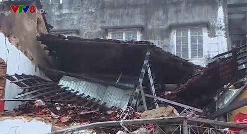 Nhà dân ở Thừa Thiên Huế bất ngờ đổ sập trong đêm