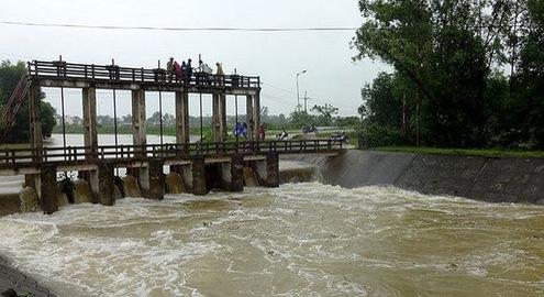 Nghệ An: Mưa to gây ngập úng, sạt lở nhiều tuyến đường và thiệt hại hoa màu