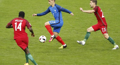 VIDEO EURO 2016: Griezmann đánh đầu tuyệt vời, thủ thành Patricio phản xạ cứu thua xuất thần