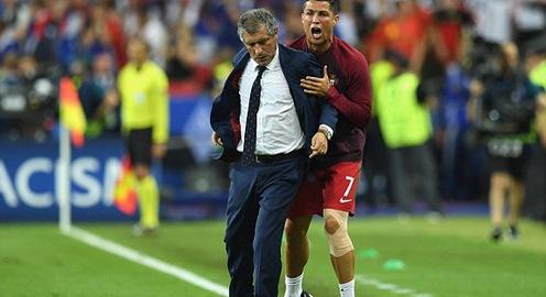 Phấn khích vì ở gần chức vô địch EURO, Ronaldo thử tài làm...HLV!