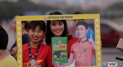 CĐV làm nóng SVĐ Mỹ Đình trước trận U22 Việt Nam - Tuyển các ngôi sao K-League