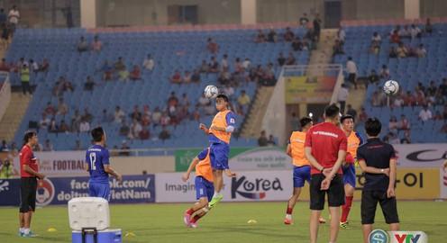 Ảnh: Các cầu thủ khởi động trước trận U22 Việt Nam - Tuyển các ngôi sao K-League