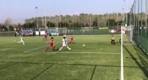 Con trai Cristiano Ronaldo solo ghi bàn đẹp mắt