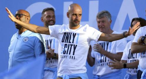 """CHÍNH THỨC: Man City """"trói chân"""" HLV Guardiola đến 2021"""