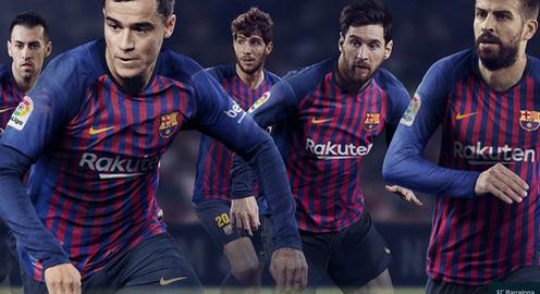 Barcelona trình làng áo đấu mới tại... bể bơi.