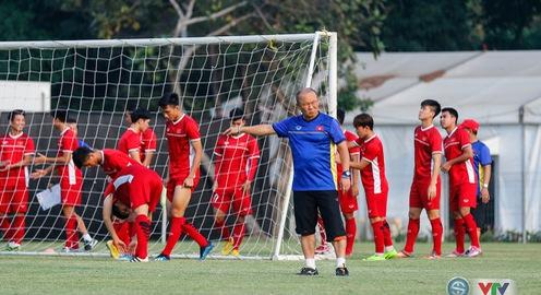 ẢNH: Olympic Việt Nam tập luyện, sẵn sàng đấu Olympic Bahrain