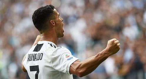 Cristiano Ronaldo ghi bàn đầu tiên trong màu áo Juventus