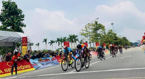 Giải xe đạp VTV Cúp Tôn Hoa Sen 2020: Trần Tuấn Kiệt giành chiến thắng chặng 4!
