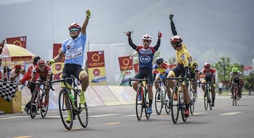 Lê Nguyệt Minh rút thần tốc về nhất chặng 7 Giải xe đạp VTV Cúp Tôn Hoa Sen 2020