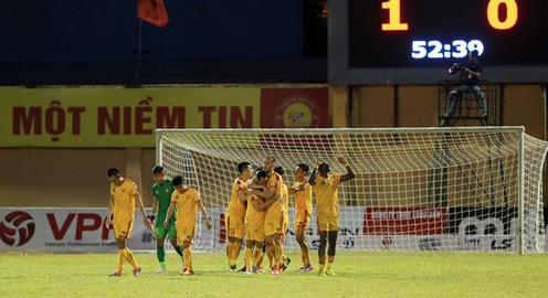Chùm ảnh: CLB Thanh Hoá thắng trận đầu tiên khi tiếp đón DNH Nam Định (Vòng 5 V.League 2020)